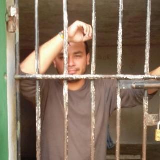Rommel Durán opgepakt en vastgehouden onder slechte omstandigheden