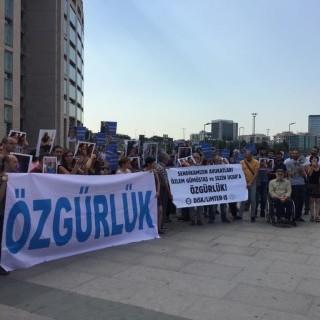 L4L and FTW in Istanbul for hearing Ezilenlerin Hukuk Bürosu